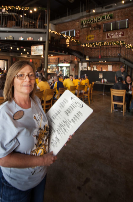 Tina Guidry welcomes all guests to her retro restaurant For Cajun recipes and Cajun cooking.